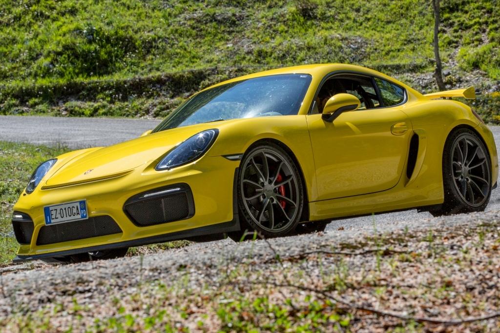 il test su strada della Cayman GT4