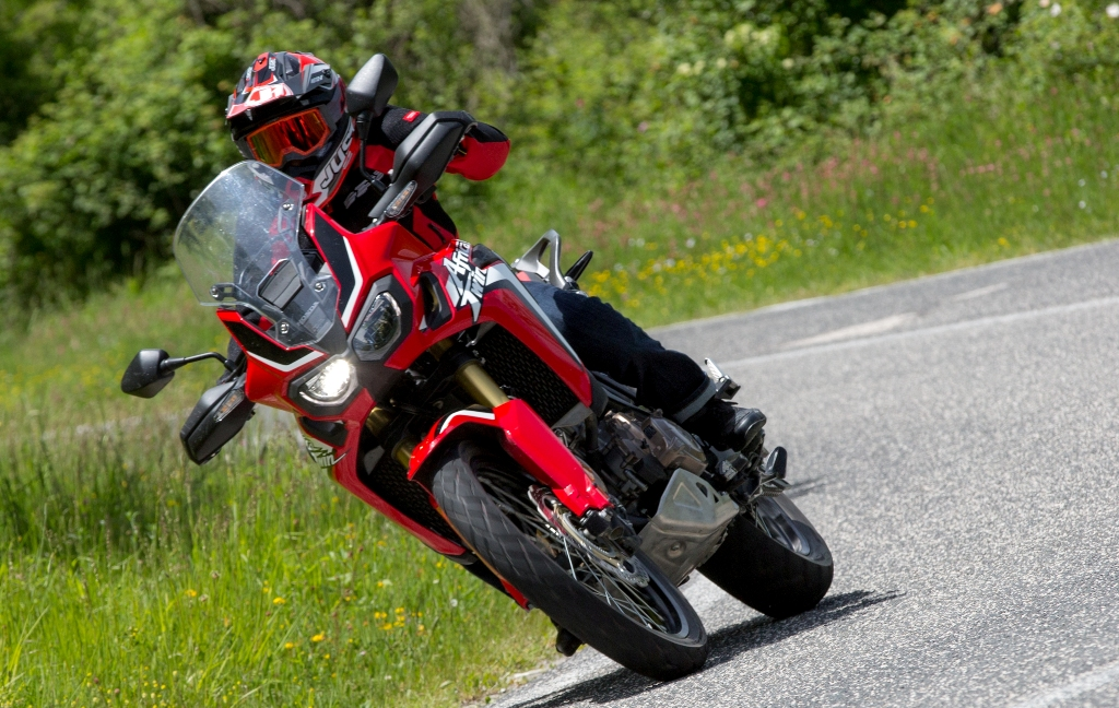 bella da guidare anche su strada la new africa twin honda