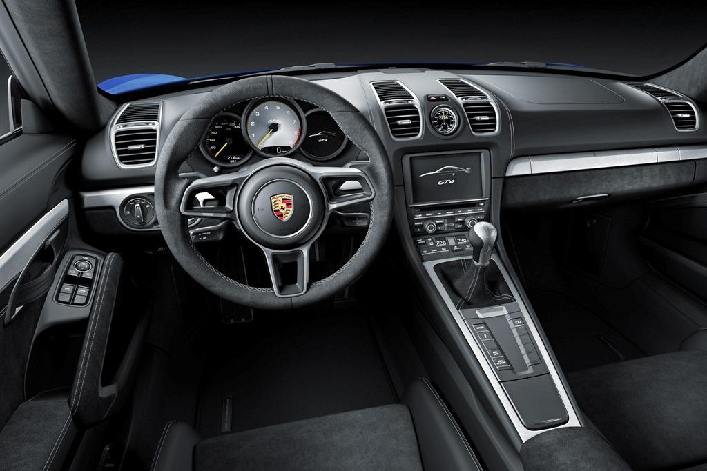 interni vettura Cayman
