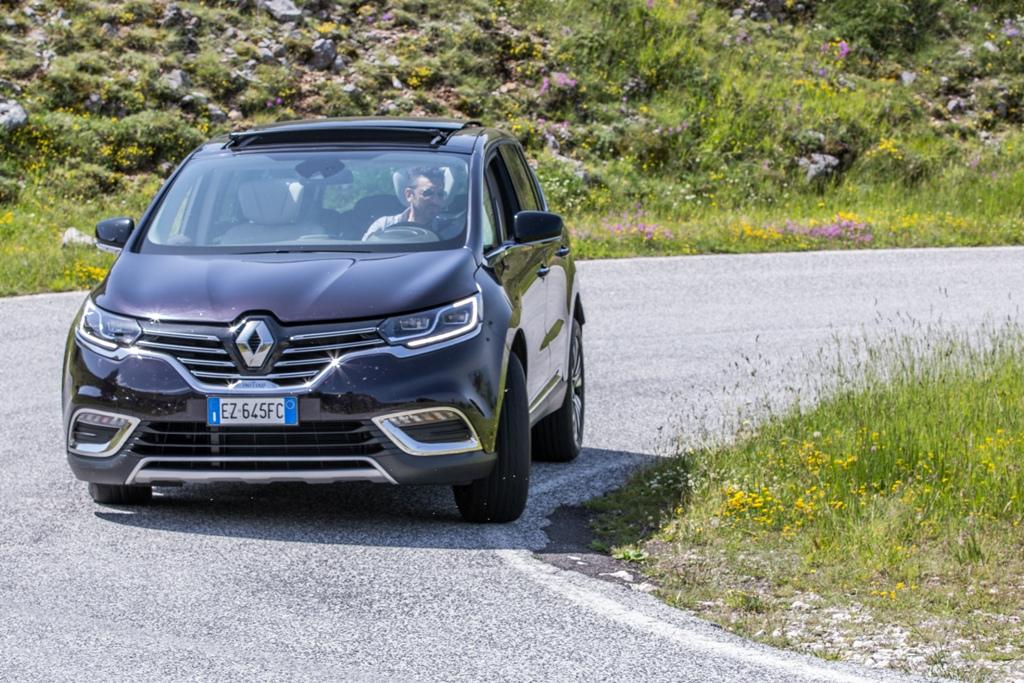 4Control Renault migliorato grazie alle sospensioni adattive