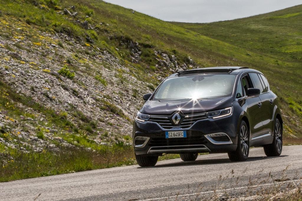 sempre maneggevole la nuova Espace, merito del 4Control Renault