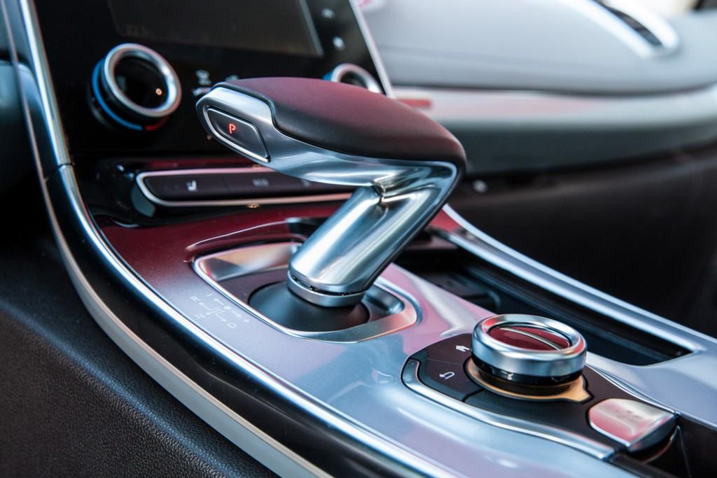 Renault Espace, la leva cambio di ispirazione aeronautica