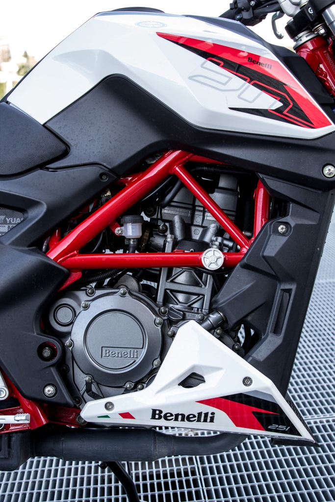 motore Benelli 251 lato frizione