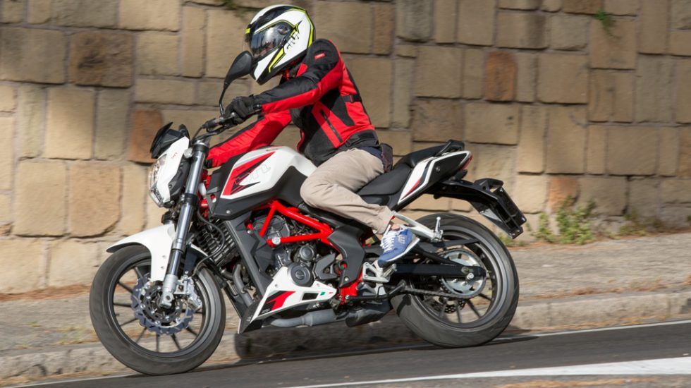 benelli 251 naked 2016 test