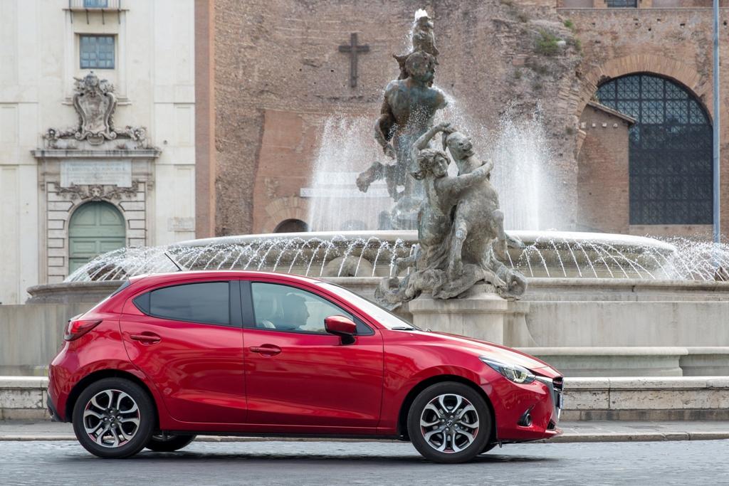 Mazda 2 svelta in città economica fuori città