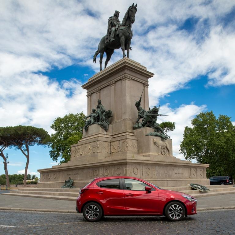 Mazda 2 a Roma, nel contesto urbano migliore per scoprirne le caratteristiche