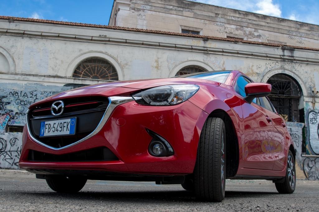 Mazda 2 carreggiata larga ed aspetto più deciso ed aggressivo