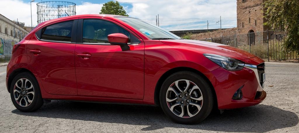 Mazda 2 nella versione con il massimo degli accessori ma cambio meccanico