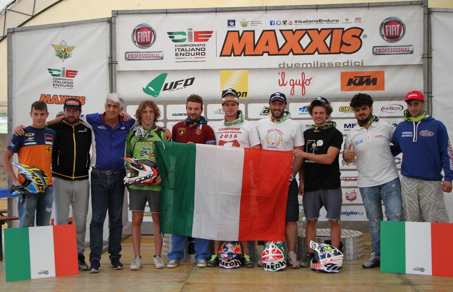 premiazione assoluti e coppa italia 2016 con giubettini