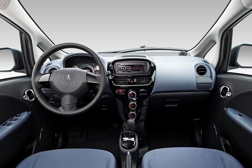 interni accoglienti per la Ion city-car Peugeot