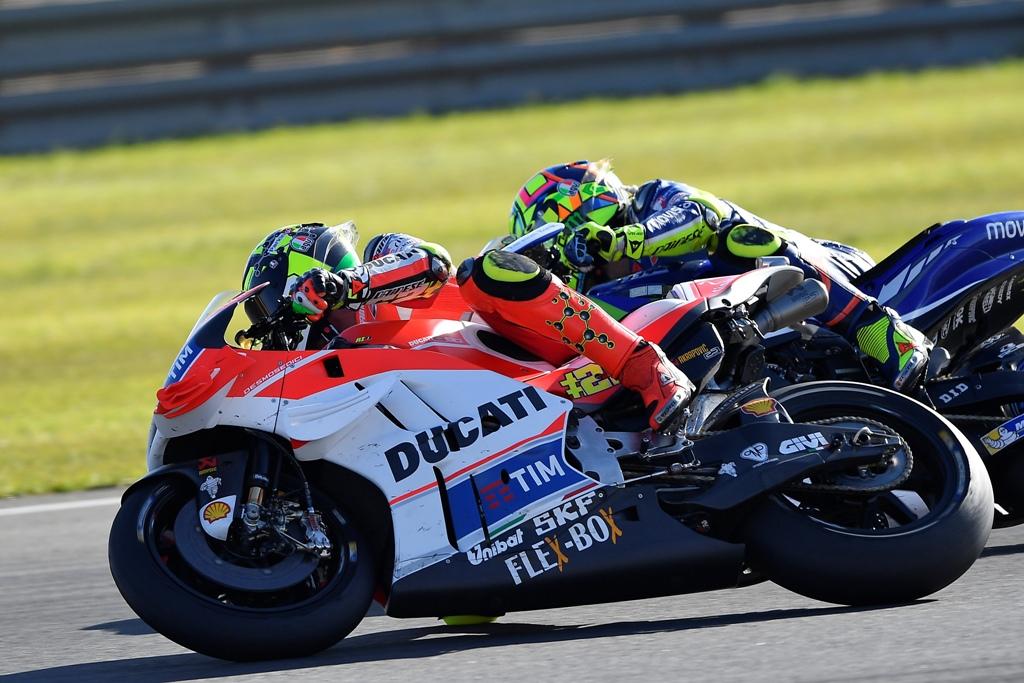 Valencia MotoGP, duello serrato Rossi-Iannone