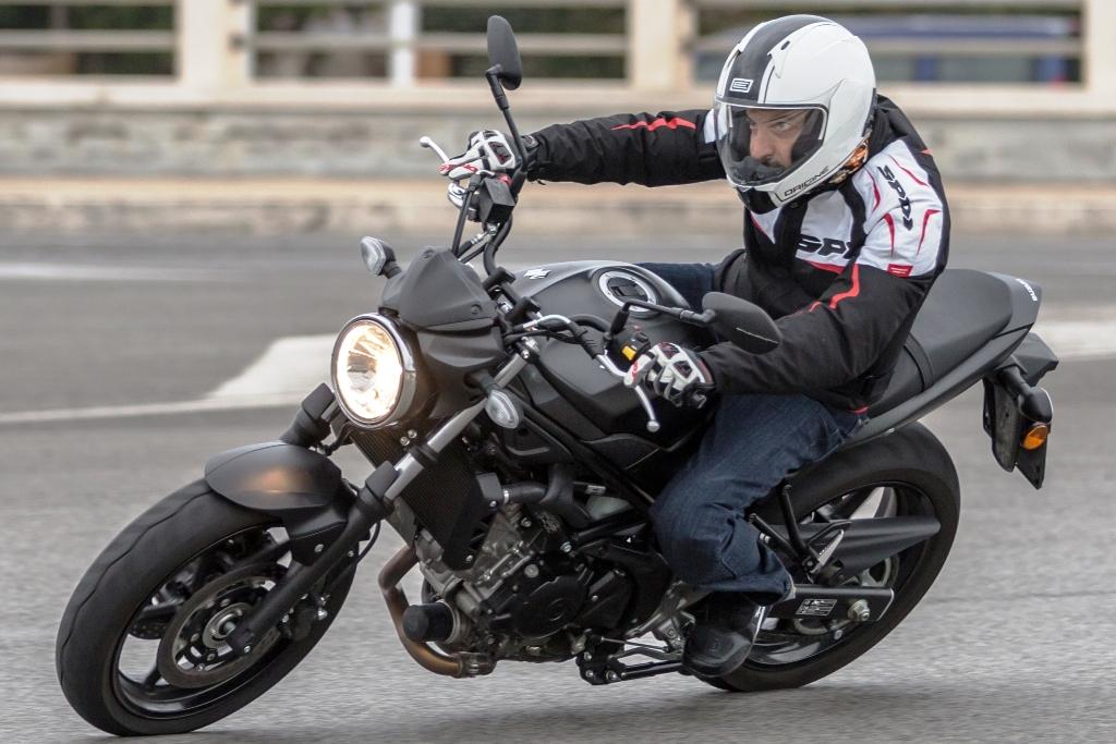 Suzuki SV650 ABS, motore progressivo e pastoso