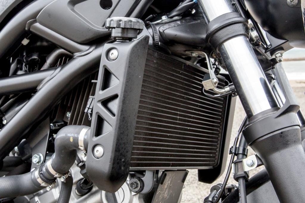 SV650 ABS, il nuovo radiatore con ventola più grande