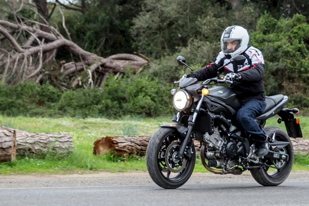 Suzuki sV650 ABS, piacevole anche fuori città