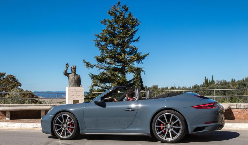 san quirico d'orcia, porsche 911 Carrera 4S, il monumento a Tazio Nuvolari