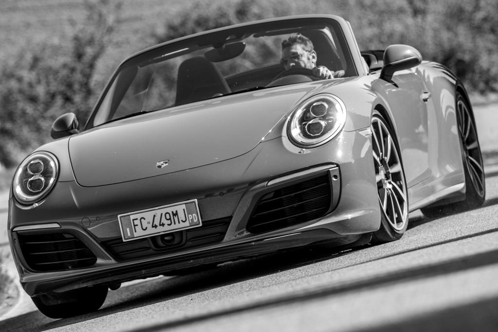 Porsche Carrera 4S Cabrio sulle strade della Val d'Orcia