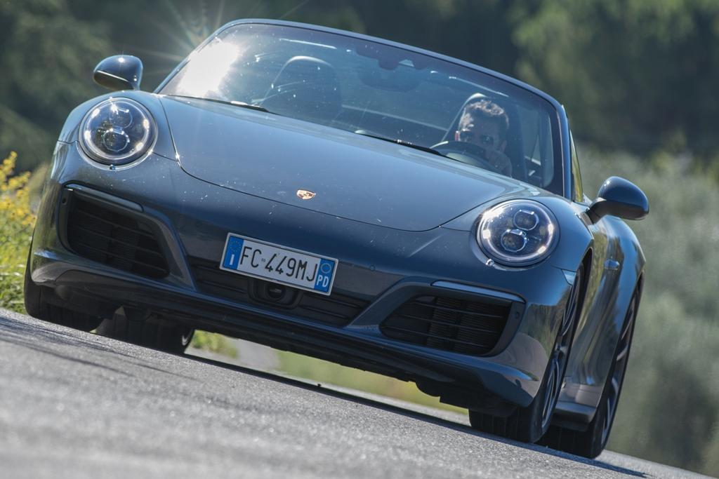 Porsche Carrera 4S cabrio, aggressiva e concreta