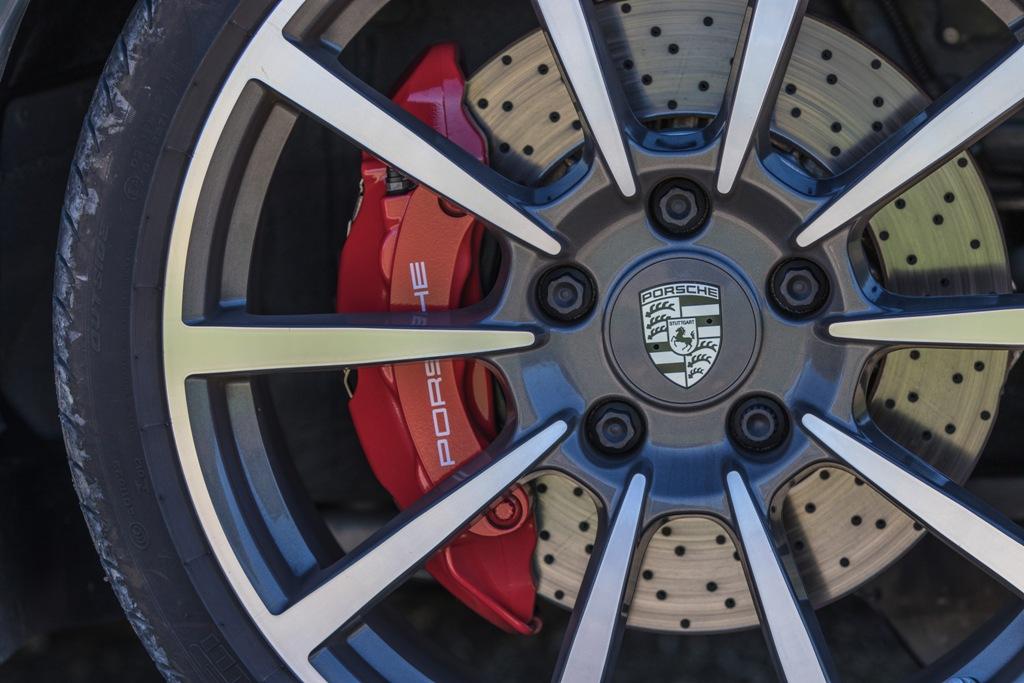 il nuovo impianto frenante della Carrera 4S Cabrio
