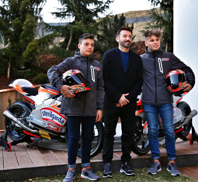 Max Biaggi con i due suoi piloti Moto3 Mahindra 2017
