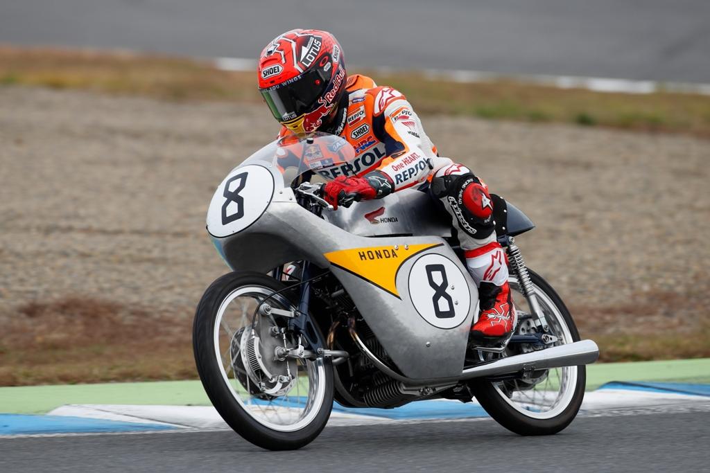 Marquez e la storica RC142 Honda
