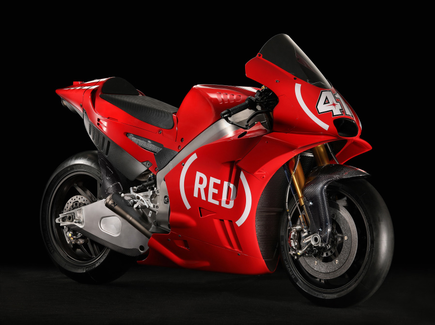performancemag.it2017-aprilia (RED)
