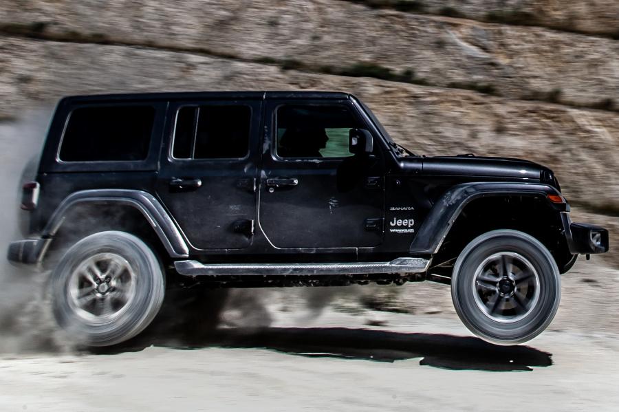 Davvero assoluta ed inarrestabile la Nuova WRANGLER by Jeep, un concentrato di aggressività, massa muscolare e potenza. Comoda anche in città si impone sull'offroad più tosto ed impervio, merito anche del nuovo Multijet 2.2 da 200 CV e ben 450 Nm di coppia