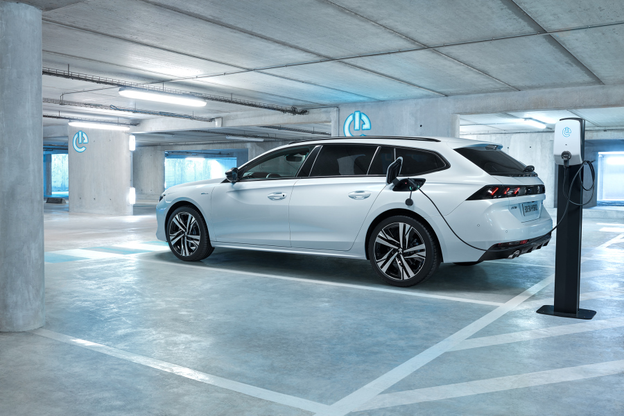 PEUGEOT 508 SW HYBRID-performancemag.it2019