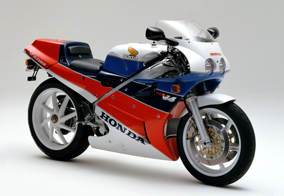 RC30- rc30 forever - performancemag.it 2021